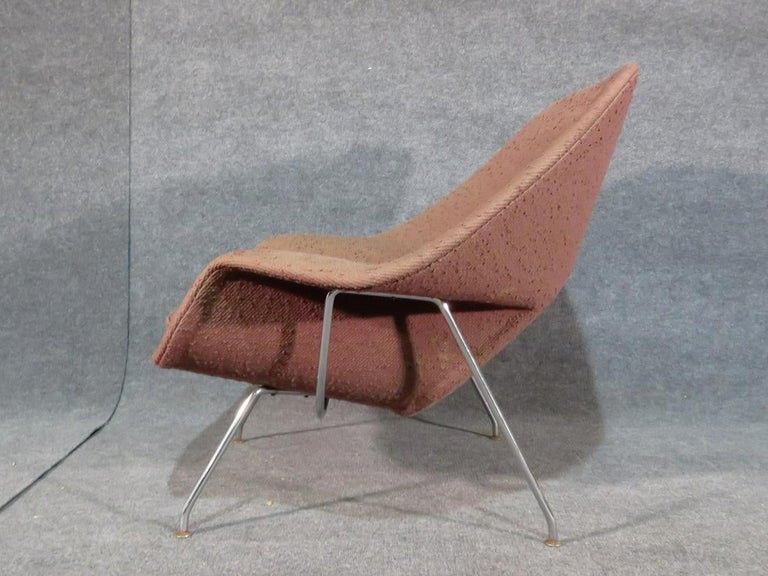 Upholstery Mid-Century Modern Womb Chair by Knoll