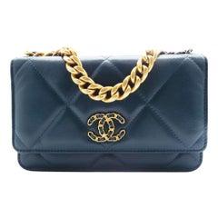 WOMENS DESIGNER Chanel 19 Wallet on Chain