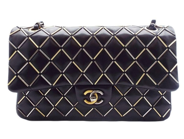 WOMENS DESIGNER Chanel Embellished Flap Bag – Medium For Sale 3