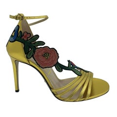 Womens Designer Gucci Gold and Flower Heels sandals shoes - 40