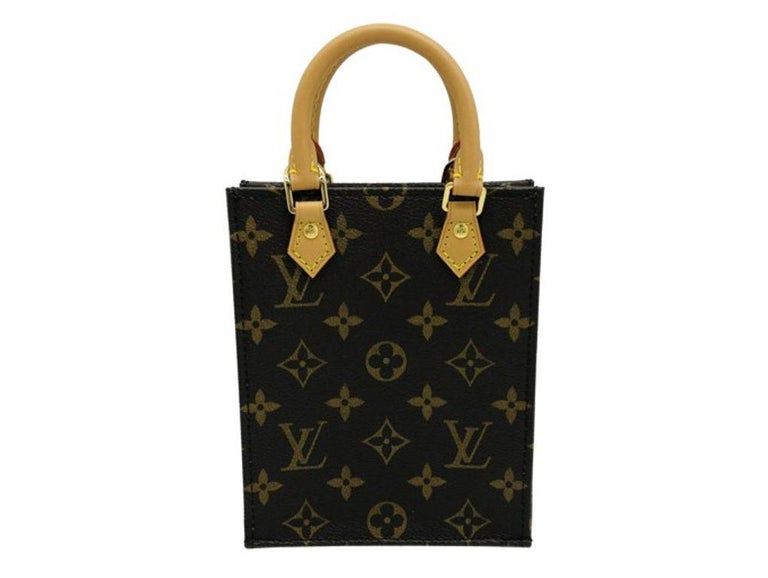 Such a cutie pie of a bag – the Petit Sac Plat by Louis Vuitton.  An unused item, purchased and never used…! In new condition.  BRAND	 Louis Vuitton  ACCESSORIES	 Box, detachable strap, dustbag   COLOUR	 Brown  CONDITION	 New  FEATURES	 Inside flap