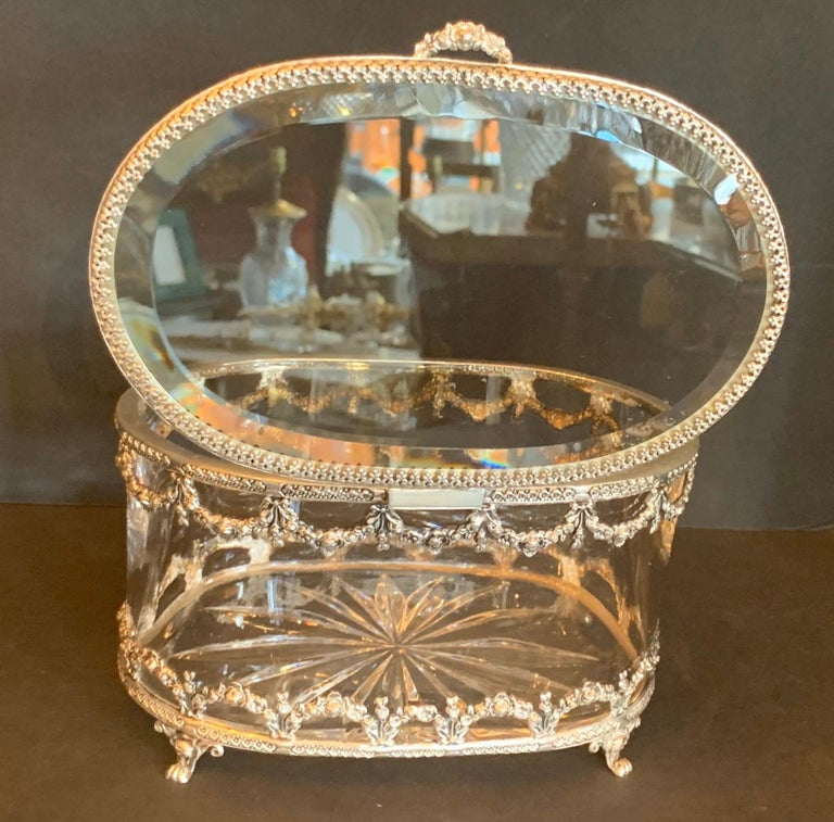 Wonderful Cut Crystal Glass Sterling Swag Oval Casket Vanity Dresser Jewelry Box In Good Condition For Sale In Roslyn, NY