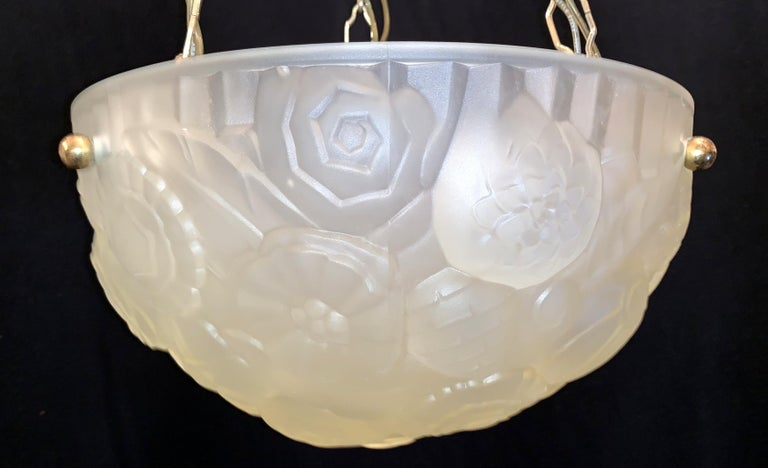 Wonderful French Art Deco Frosted Floral Design Glass Brass Degué Chandelier In Good Condition For Sale In Roslyn, NY