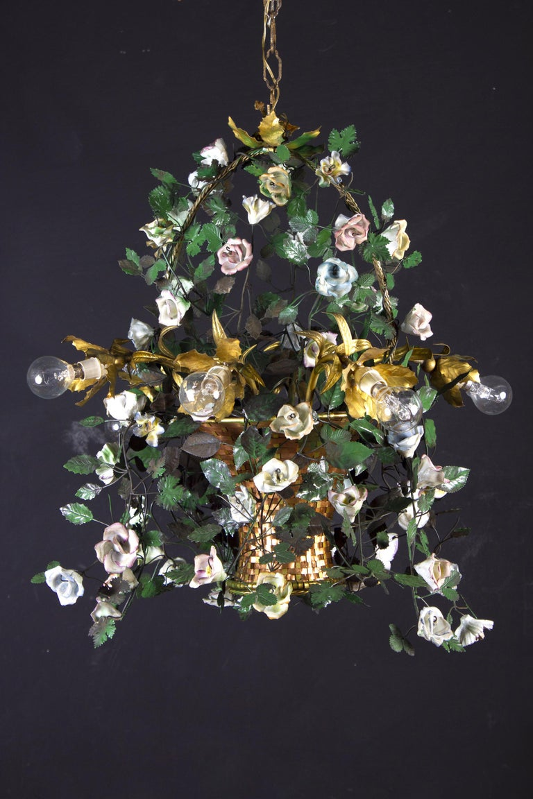 Wonderful Italian Basket Chandelier with Colorful Porcelain Flowers, 1940 In Good Condition For Sale In Rome, IT
