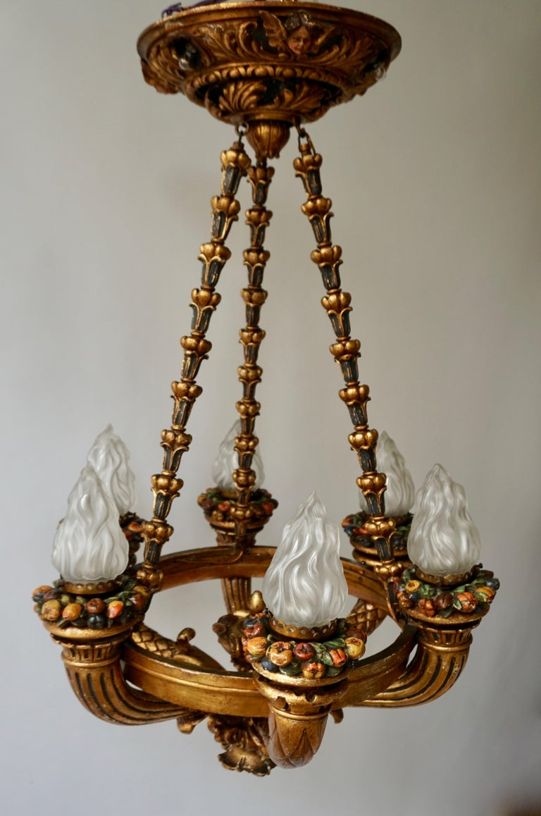 Wonderful Italian Giltwood Cherubs Putti and Painted Fruit Chandelier For Sale 9