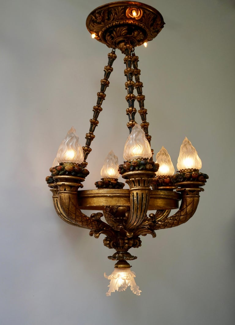 Hand-Painted Wonderful Italian Giltwood Cherubs Putti and Painted Fruit Chandelier For Sale