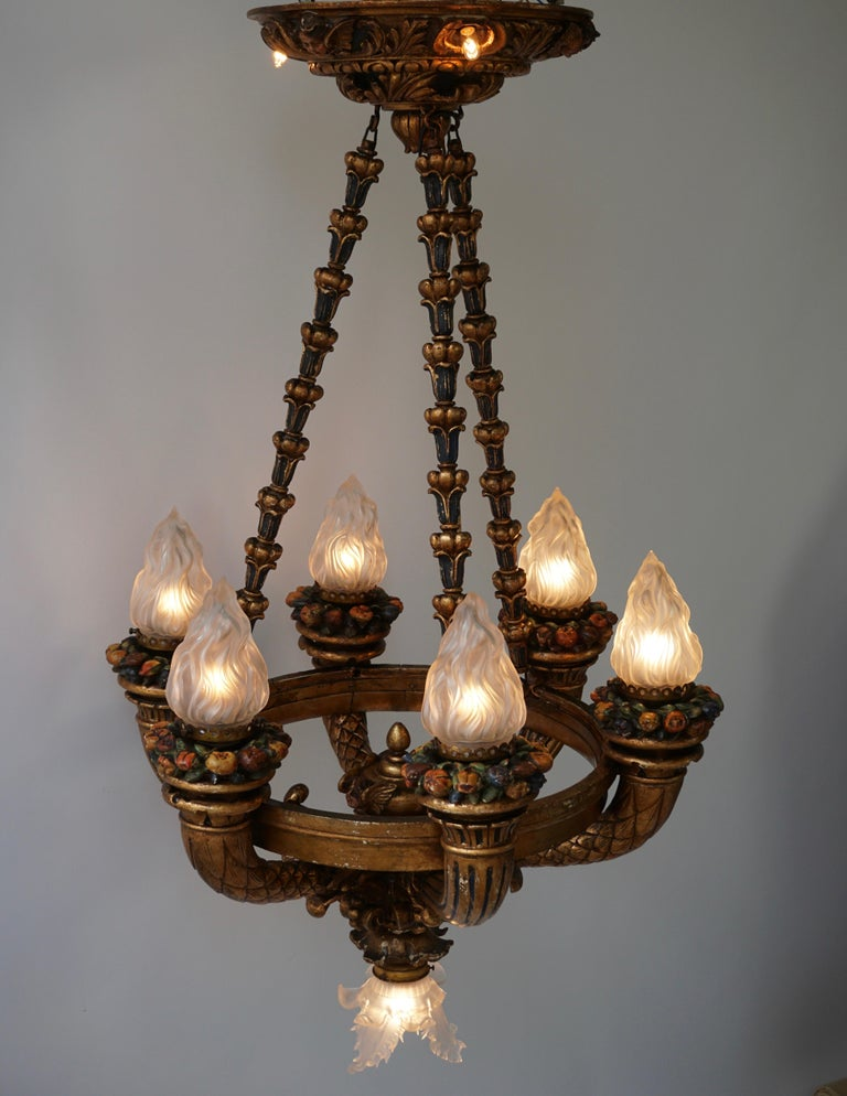 Wonderful Italian Giltwood Cherubs Putti and Painted Fruit Chandelier In Good Condition For Sale In Antwerp, BE