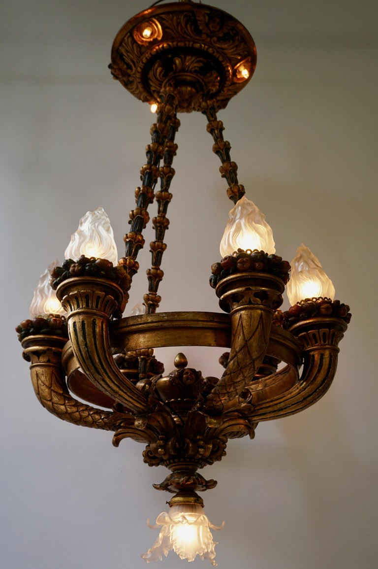 Wonderful Italian Giltwood Cherubs Putti and Painted Fruit Chandelier For Sale 1