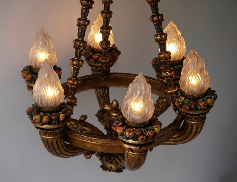 Wonderful Italian Giltwood Cherubs Putti and Painted Fruit Chandelier For Sale 2