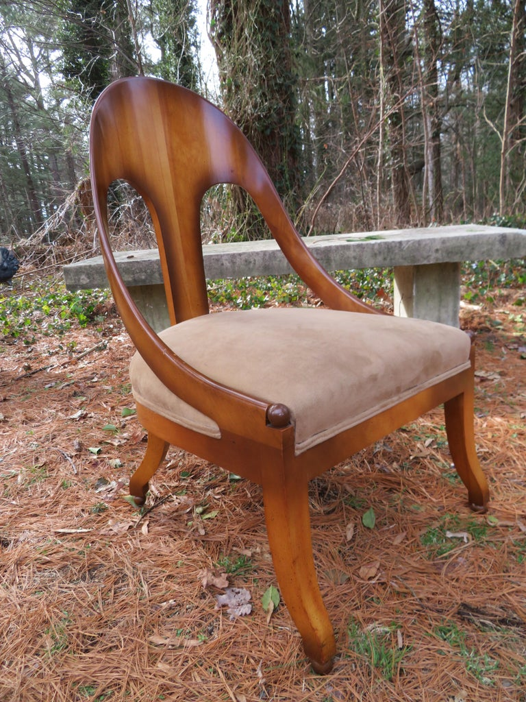 Wonderful Michael Taylor for Baker spoon back neoclassical chair. Wow, this vintage chairs is stunning in person, we love the original finish which has a kind of distressed finish that is a bit darker around the edges-ombre effect. This chair is