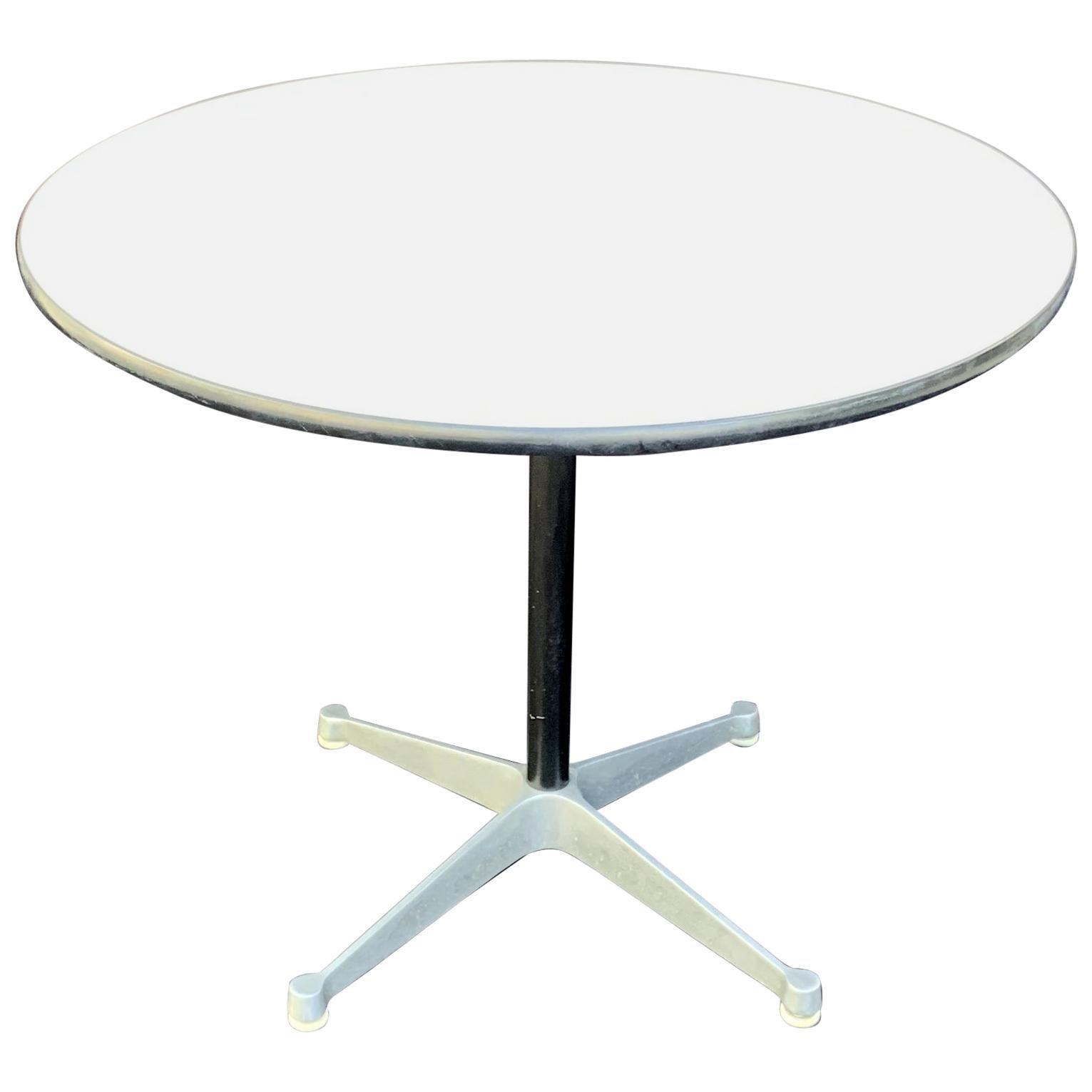 Wonderful Mid-Century Modern Herman Miller Round Pedestal Table
