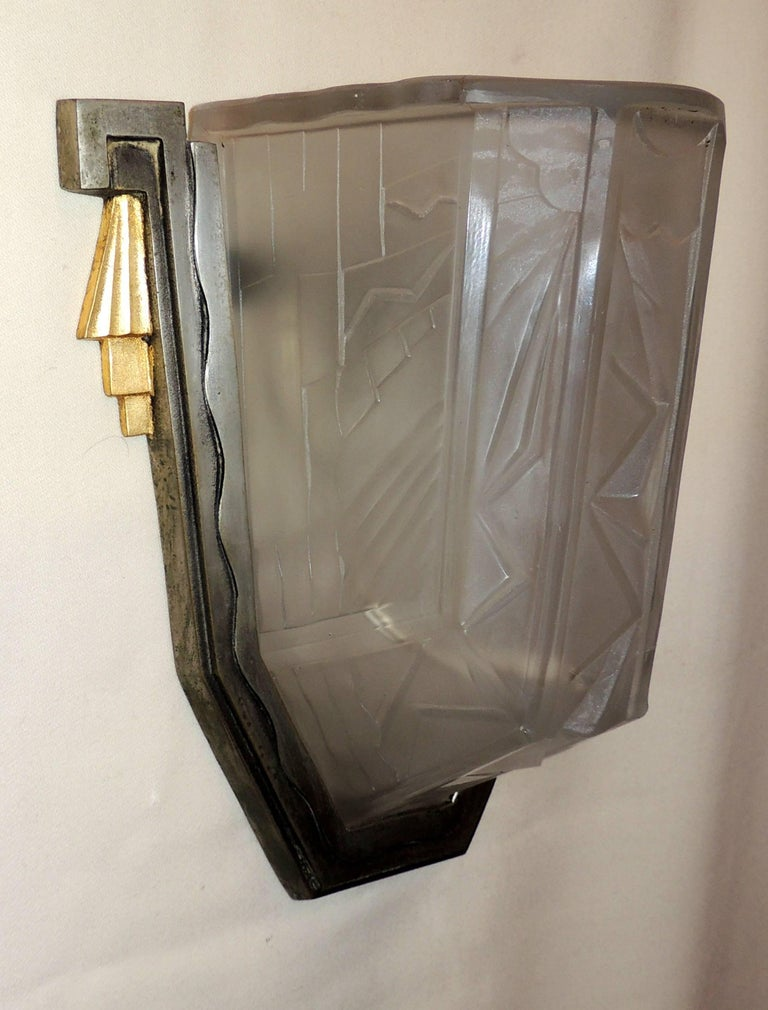 Wonderful Pair of Art Deco Frosted Glass Brushed Nickel Gilt Bronze Wall Sconces In Good Condition For Sale In Roslyn, NY