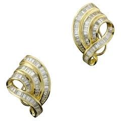 Wonderfull Swirling Baguette Diamond Earrings in 18k Yellow Gold