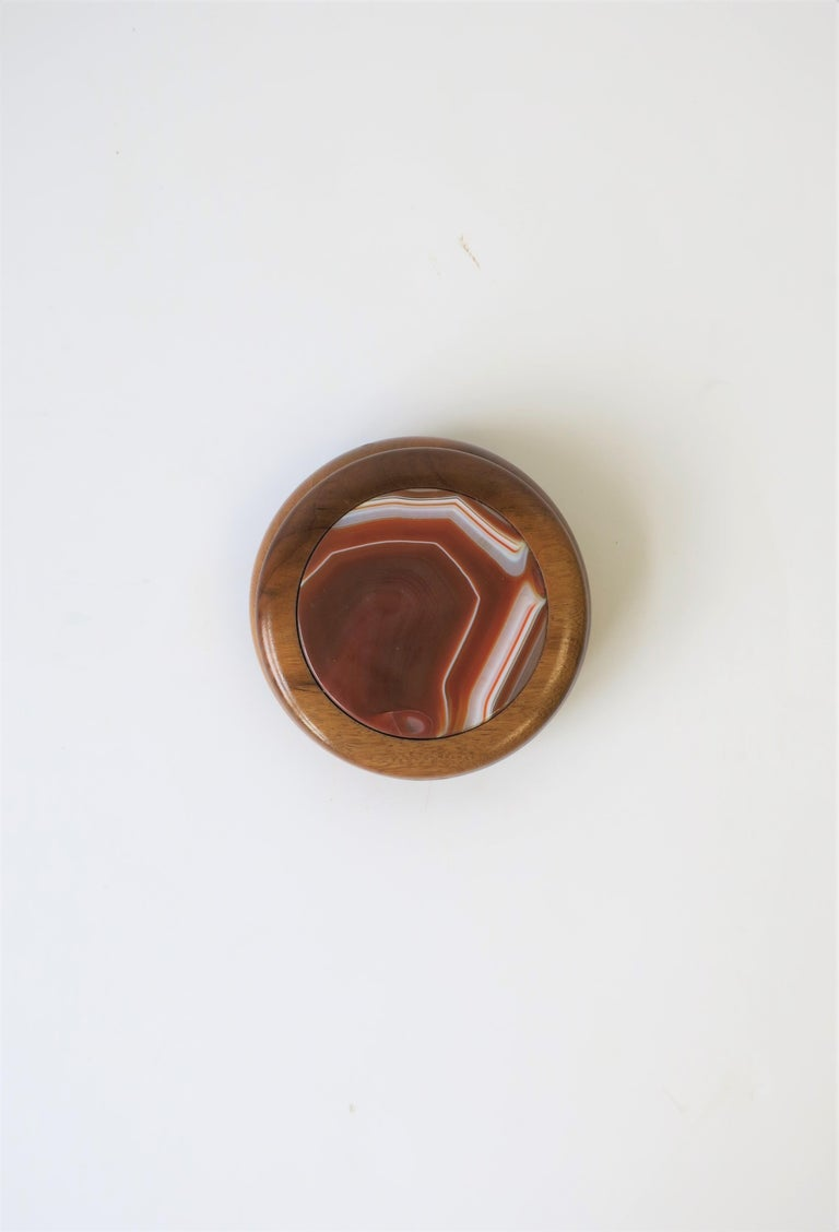 Wood and Onyx Agate Geode Round Jewelry or Trinket Box In Good Condition For Sale In New York, NY