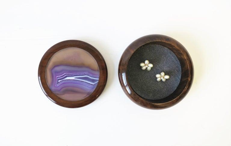 Brazilian Purple Agate Onyx Geode and Wood Round Jewelry or Trinket Box, Brazil For Sale