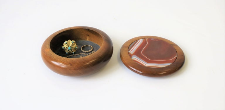 Agate Onyx Geode and Wood Round Jewelry or Trinket Box, Brazil In Good Condition For Sale In New York, NY