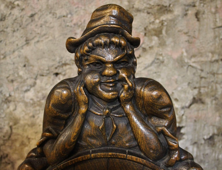 Wood Carved Leprechaun or Imp Shea Bocqueraz Advertising Promotional Chair  In Good Condition For Sale In Hamilton, Ontario