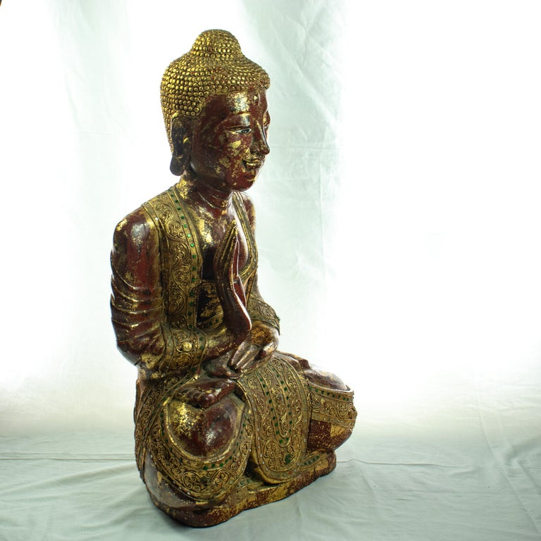 Wood and precious stones Buddha carefully carved to create a perfectly shaped sculpture. Emeralds, rubies and other precious stones full of color and personality. This Buddha is the ´´Medicine Buddha´´, the right hand is held facing downward with