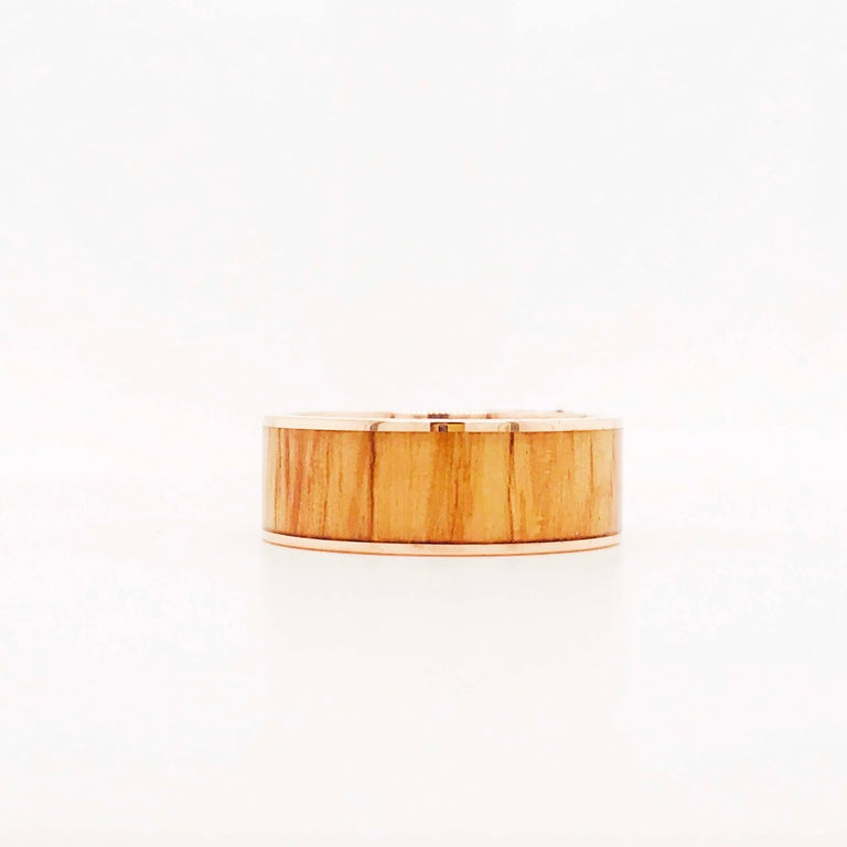 This wooden men's band is very modern and contemporary. The band has a sleek, flat profile with a clean Red Oak Wooden inlay. The wood is a natural red oak wood that has a gorgeous authentic color. The red oak wood has been secured and protected