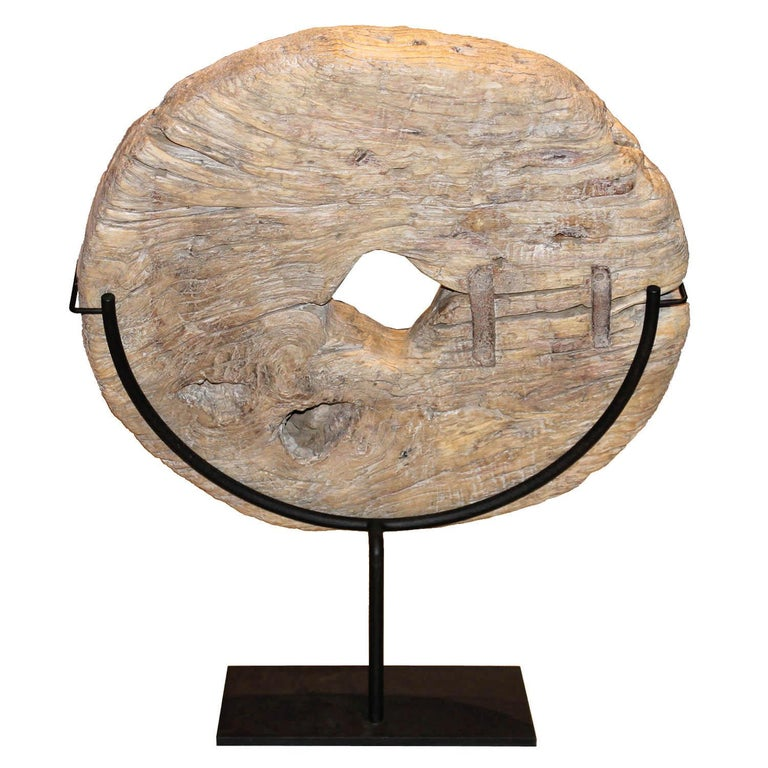 Wood Wheel on Stand In Good Condition For Sale In San Francisco, CA