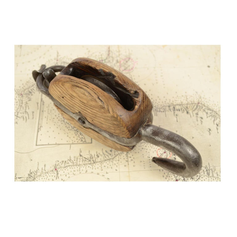 Wooden Block Complete with Ring with Iron Pulley, 1850 For Sale 7