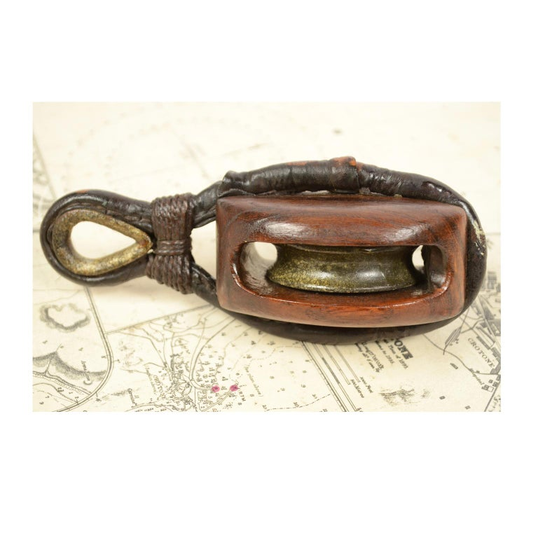 Wooden Block Complete with Ring with Iron Pulley, 1870  In Good Condition For Sale In Milan, IT