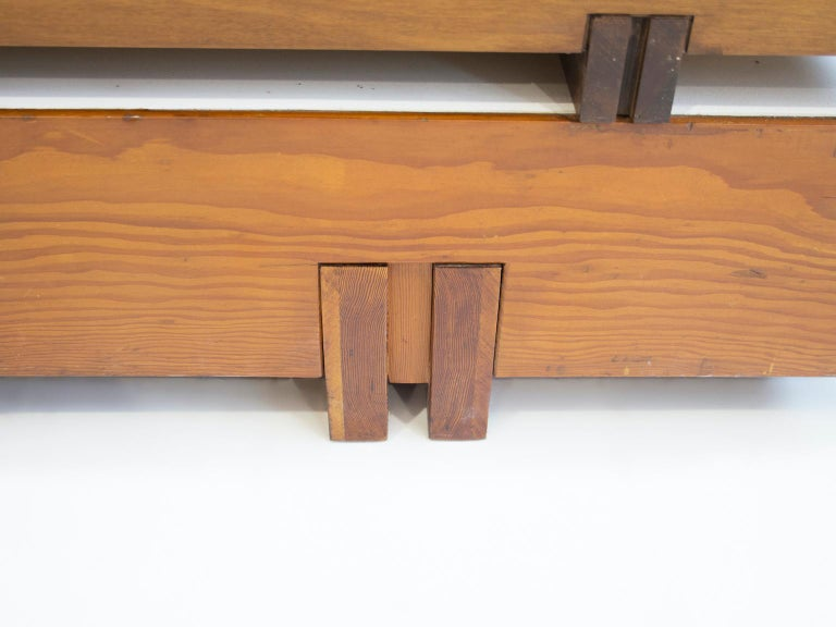 Wooden Center Table Attributed to Armo Scarpa In Good Condition For Sale In Madrid, ES