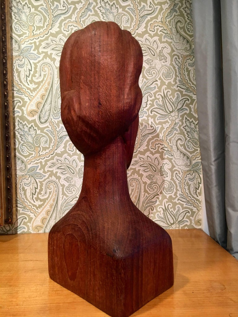 Wooden Folk Art Sculpture of a Woman In Excellent Condition For Sale In Los Angeles, CA
