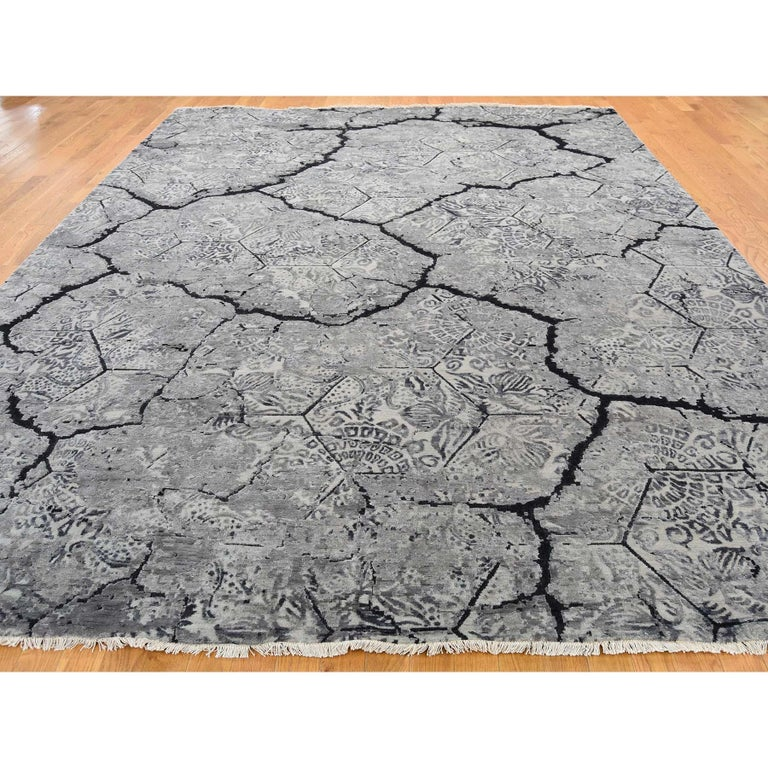 Wool and Silk Earth Design Hand Knotted Oriental Rug In New Condition For Sale In Carlstadt, NJ