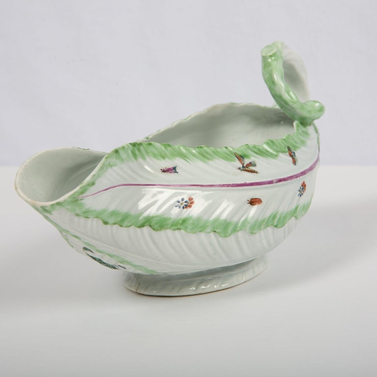 Worcester Porcelain Sauceboat, Made in England, 18th Century In Excellent Condition For Sale In Katonah, NY