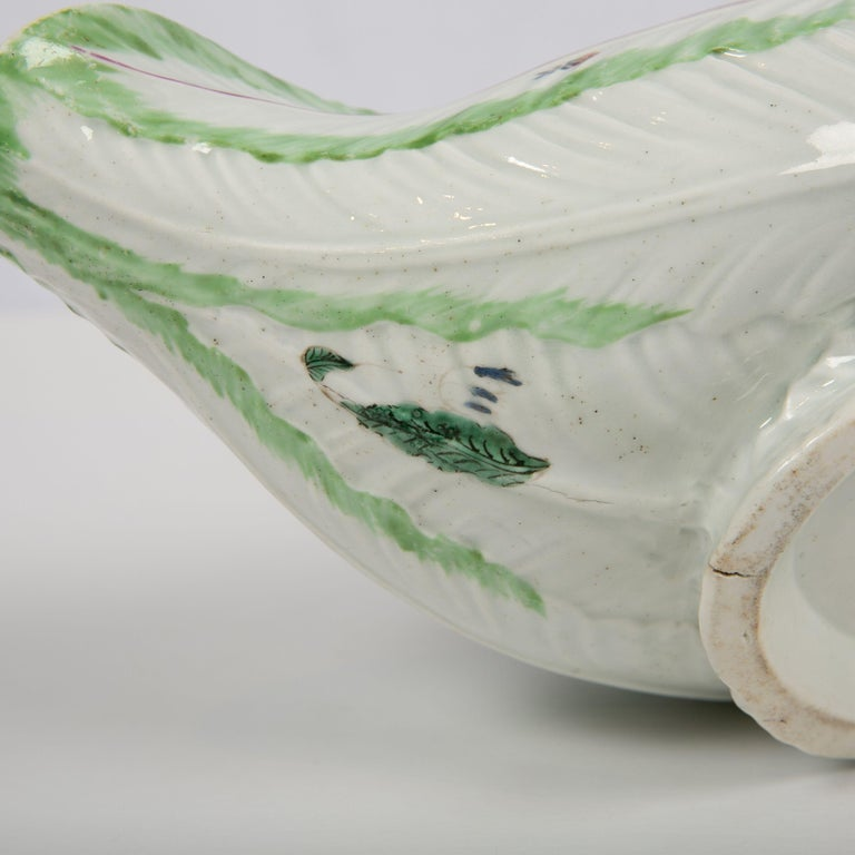 Worcester Porcelain Sauceboat, Made in England, 18th Century For Sale 3