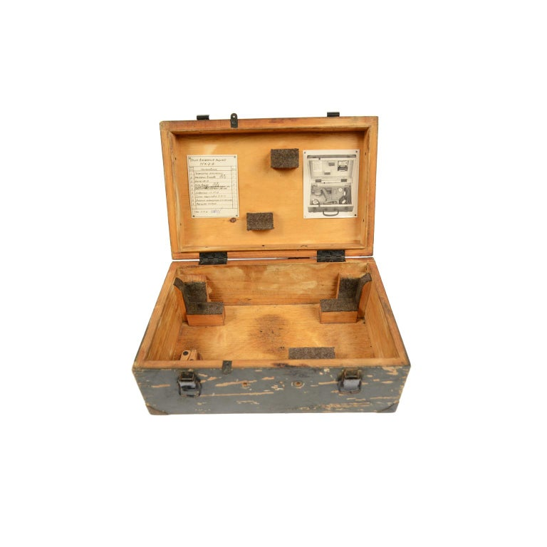 World War II Sextant Made in Russia with Original Wooden Box In Good Condition For Sale In Milan, IT