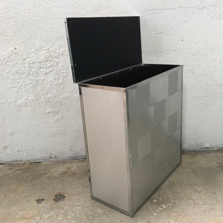 Woven Aluminum Laundry Hamper Chest In Good Condition For Sale In Miami, FL