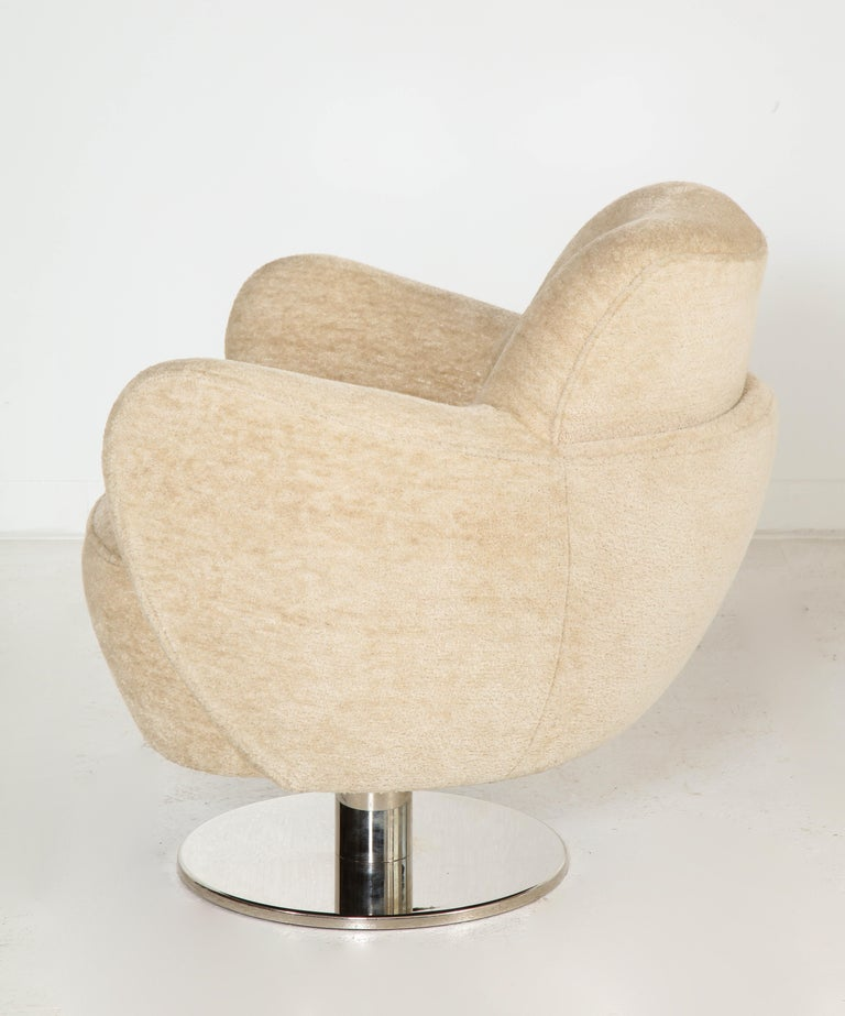 Wrap Around Swivel Barrel Chair Offered by Vladimir Kagan Design Group For Sale 3