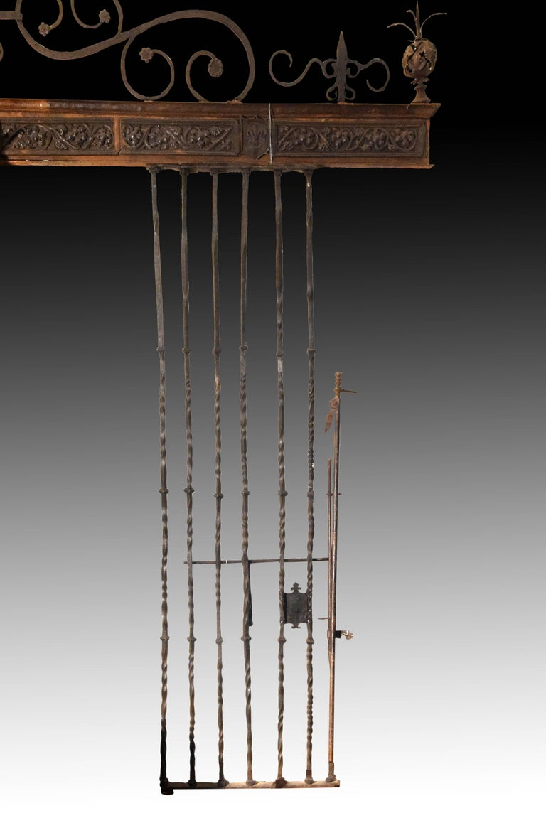 Wrought Iron Grille, Spain, 16th Century In Good Condition For Sale In Madrid, ES