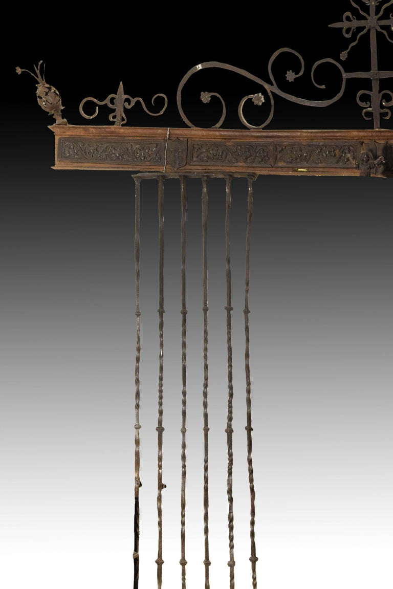 18th Century and Earlier Wrought Iron Grille, Spain, 16th Century For Sale