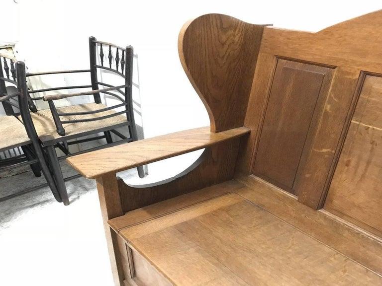 Wylie & Lochhead, M H Baillie Scott, an Arts & Crafts Glasgow School Oak Settle In Good Condition For Sale In London, GB