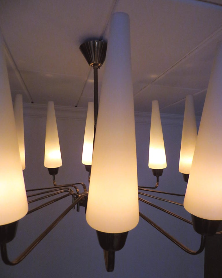 X-Large French Mid-Century Sunburst Chandelier with 14 White Satin Glasses 1950s For Sale 1