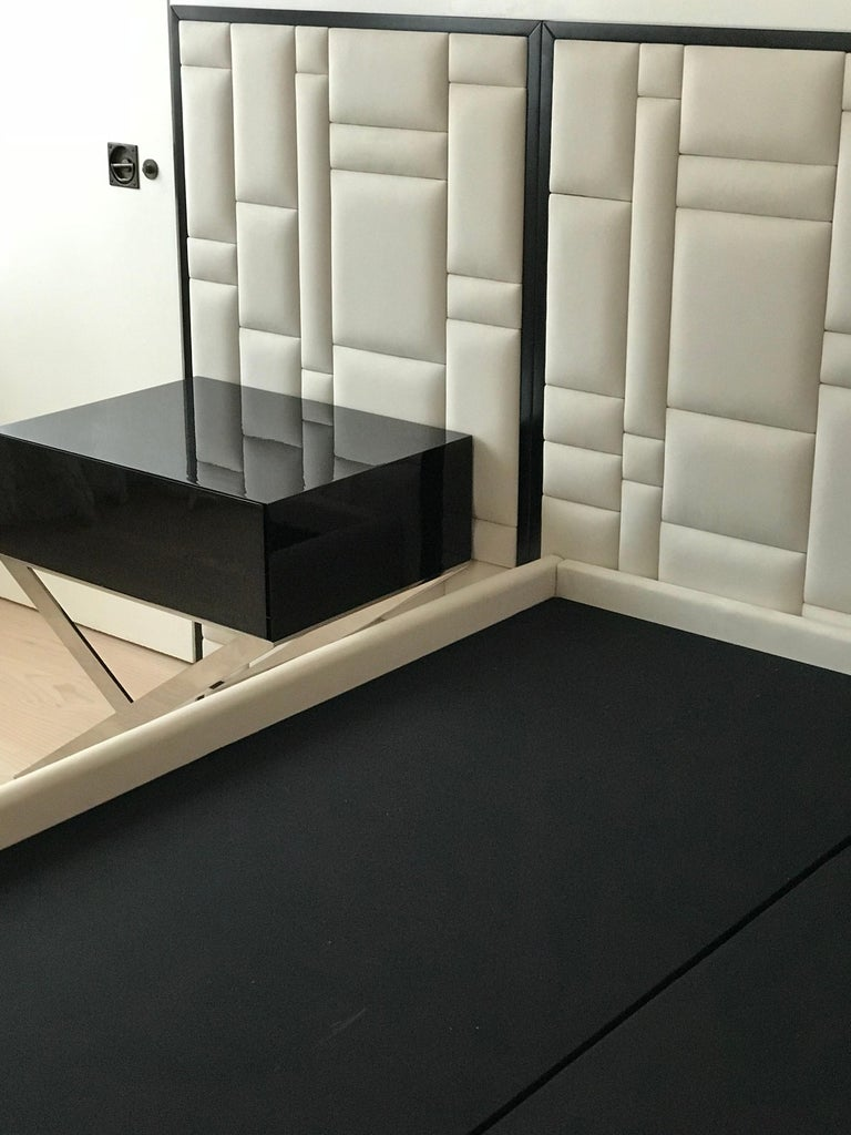 Contemporary X-Leg Bedside Table in Black Lacquered and Polished Stainless Steel Legs For Sale