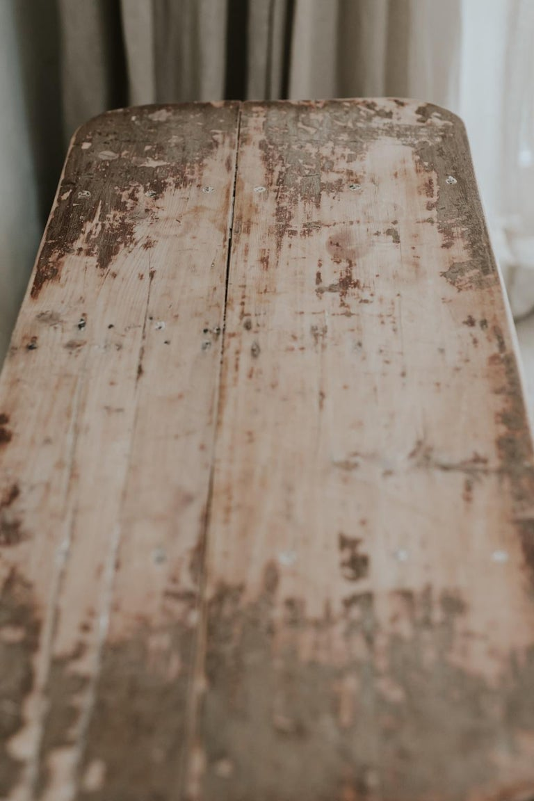 X-Legged Pine Table In Good Condition For Sale In Brecht, BE