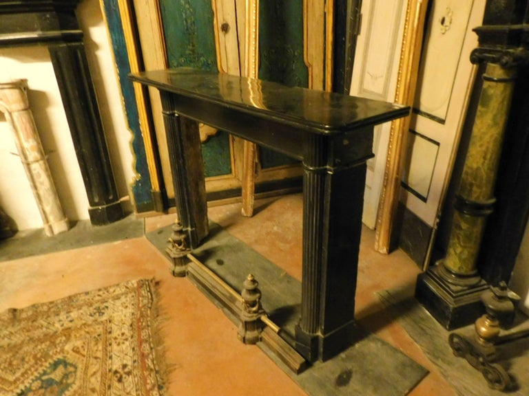 19th Century Antique Nero Belgio Fireplace Mantel In Good Condition For Sale In Cuneo, Italy