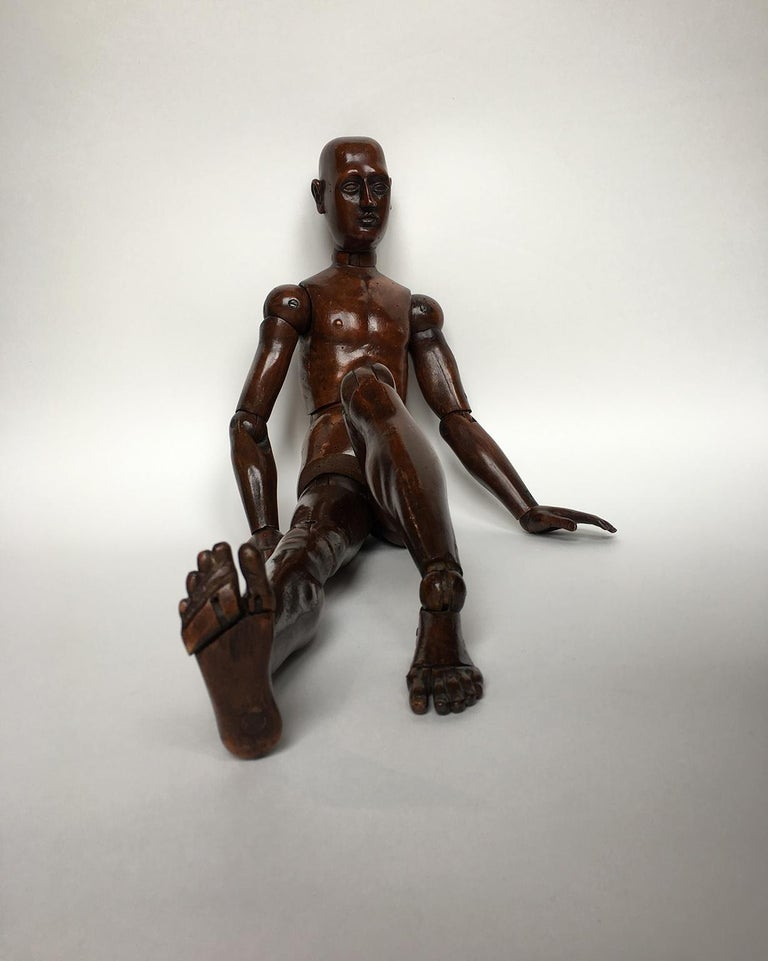 Workshop mannequin wood, graven and carved Italy or France, mid-19th century.  Measures: H 24.40 in x 6.69 in x 3.14 in H 62 cm x 17 cm x 8 cm  State of conservation: excellent  The mannequin is sculpted in a very realistic manner, with the