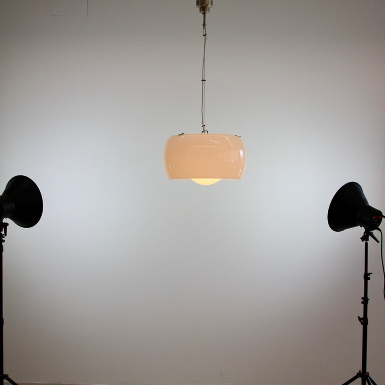 Xl Omega Hanging Lamp by Vico Magistretti, 1962 In Good Condition For Sale In Berlin, Berlin