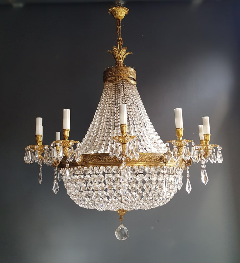 Measures: Total height 150 cm, height without chain 115 cm, diameter 115 cm. Weight (approximately): 40kg.  Number of lights: 24-light bulb sockets: E14 and E27 material: Brass, glass, crystal  Total length variable. Works worldwide  XXL Huge