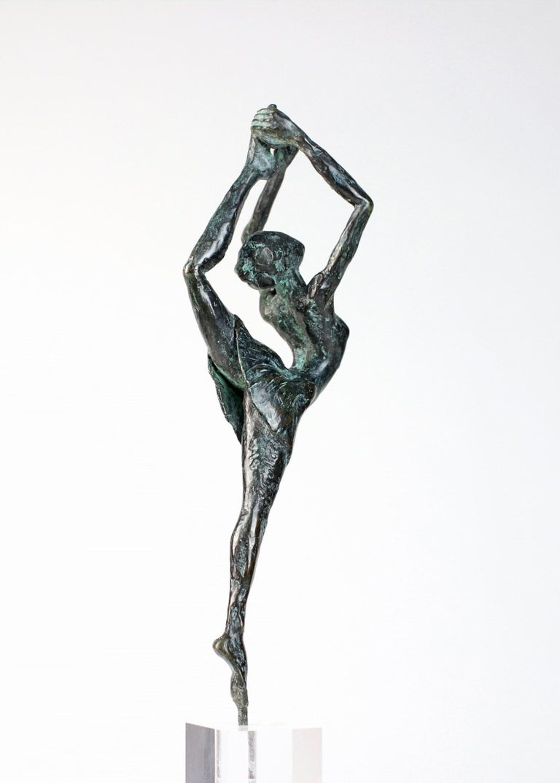 Danseuse Rassemblée - Female Dancer Bronze Sculpture, contemporary For Sale 1