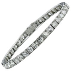 Yard Art Deco Diamond and Platinum Line Bracelet, 7.80 Carat, circa 1925