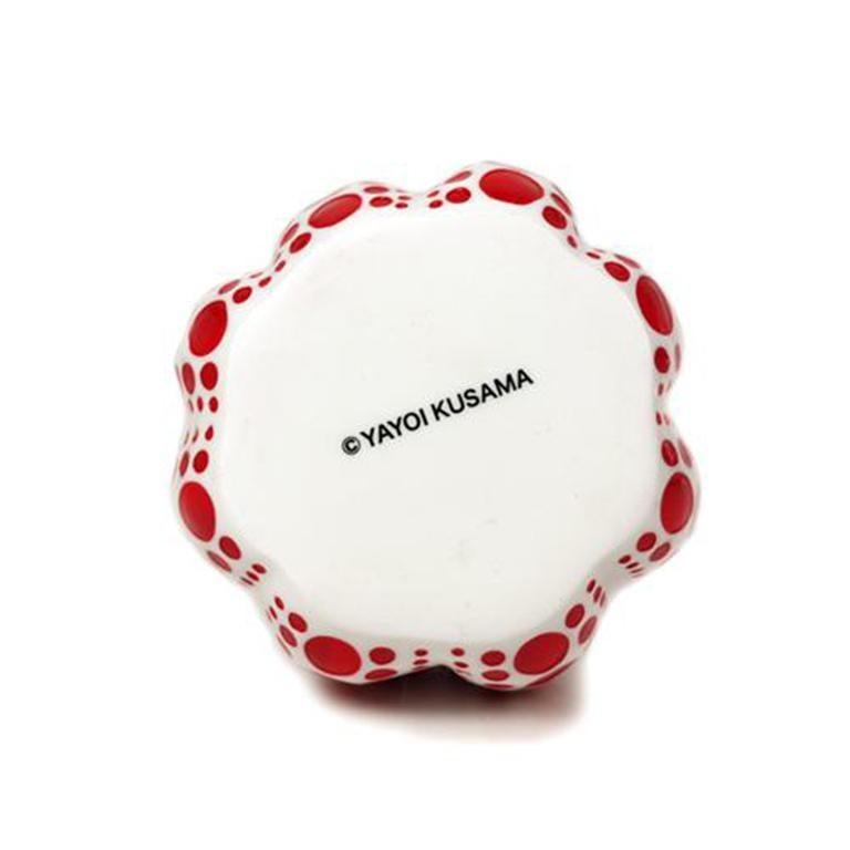YAYOI KUSAMA - Pumpkin (White). Conceptualism, Contemporary, Modern art, Dots - Other Art Style Sculpture by Yayoi Kusama