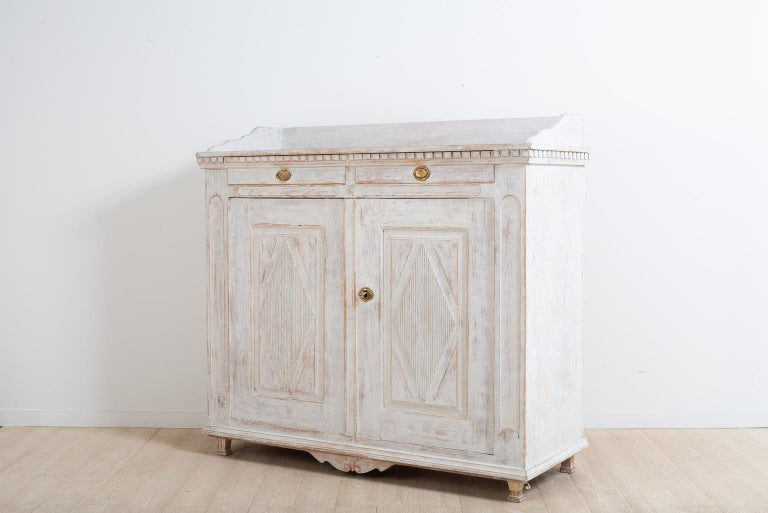 Year 1800 Swedish Gustavian Sideboard from Örnsköldsvik In Good Condition For Sale In Kramfors, SE