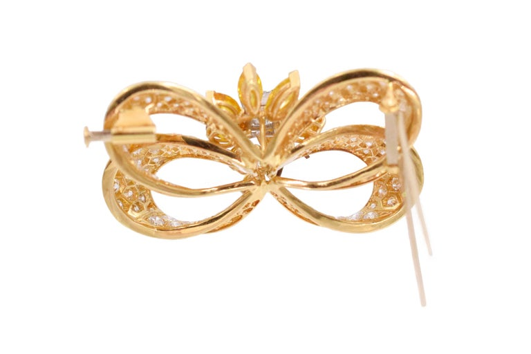 Yellow and Colorless Diamond Bow Brooch In Excellent Condition For Sale In New York, NY