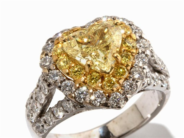 - Description of the - 750 white gold - hallmarked with the fineness - 1 fancy yellow heart-cut diamond, 1.42 ct,  - 54 white and yellow diamonds, faceted, total 1.5 ct - Ring size: 53; US 6.4 - Weight: approx. 7.8 g  Gelben & Weißen Diamanten
